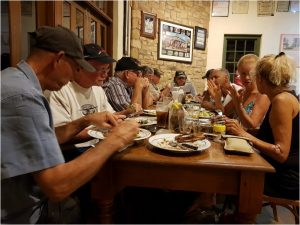 ארוחת ערב בפאב בברצוויל